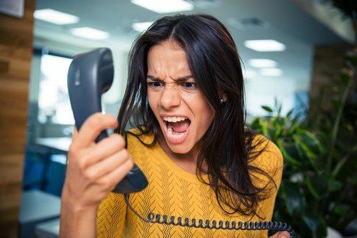 Woman-yelling-at-phone