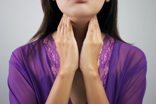 woman-with-thyroid-problem