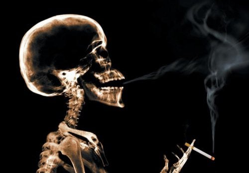 2-skeleton-smoking
