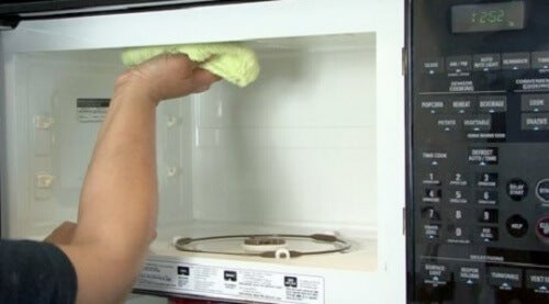 5-microwave-cleaning