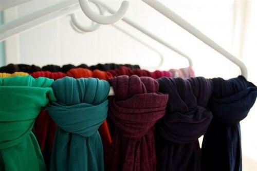 スカーフの収納方法
