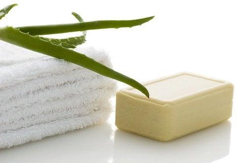 石鹸とアロエ