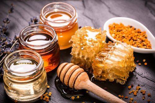 ターメリックとハチミツの自然療法