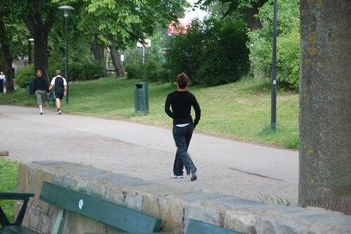 公園のウォーキング
