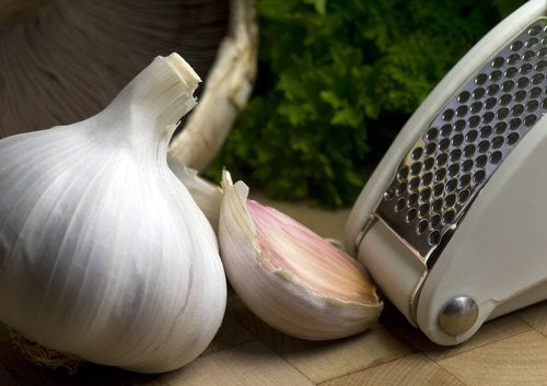 4-garlic-press