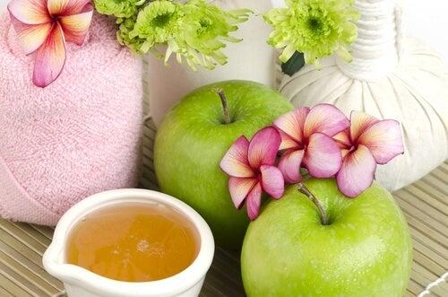 anti-aging-apple-mask
