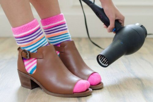 hair-dryer-on-shoes