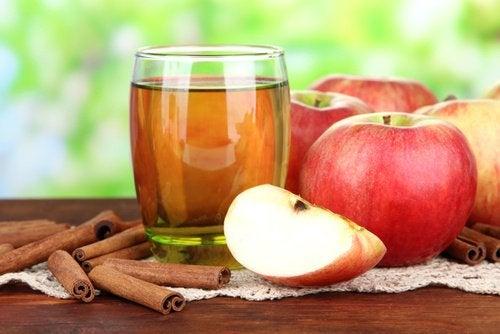 agua-de-manzana-y-canela-500x334