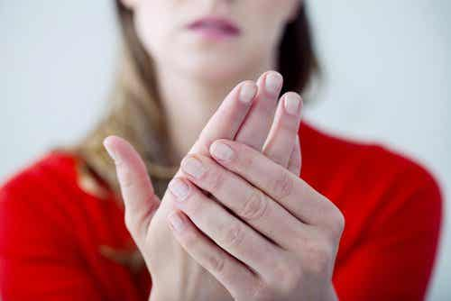 静かに忍び寄る病:低カルシウム血症