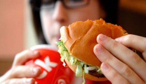 体臭の原因となる食品9選