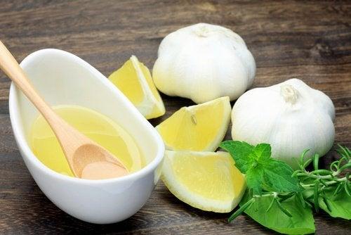 bebida-de-ajo-y-limon-500x334