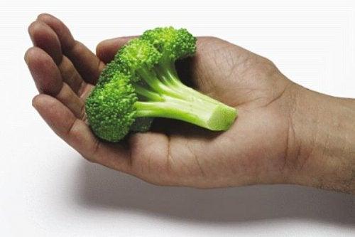 las-manos-te-revelaran-cuanto-n-comer-500x333