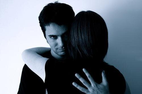 虐待者があなたをコントロールする7つの手段