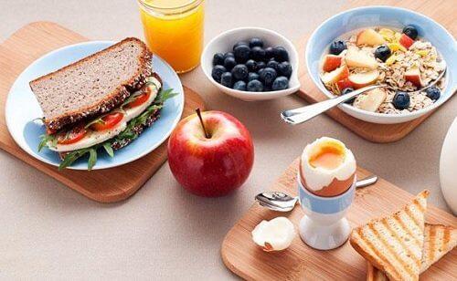 健康的なダイエットのための朝食と夕食のヒント