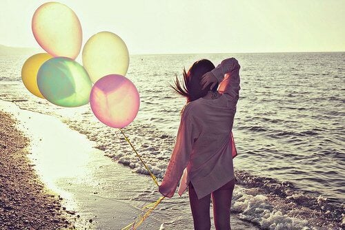 adventure-alone-balloons-beach-beautiful-favim-com-457623-500x334