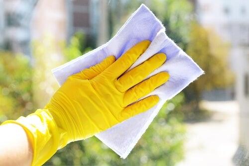 手袋で爪を保護