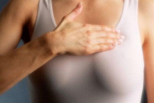 専門家に聞く!  高濃度乳腺の女性はマンモグラフィーを毎年受診するべきか