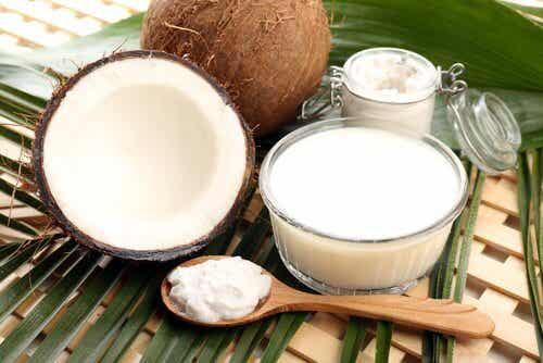 ココナッツオイルの驚くべき効能6選