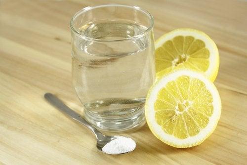 水とレモンと塩
