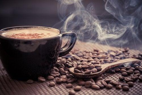 1日の最初のコーヒーは/何時に飲んだら1番効果的?