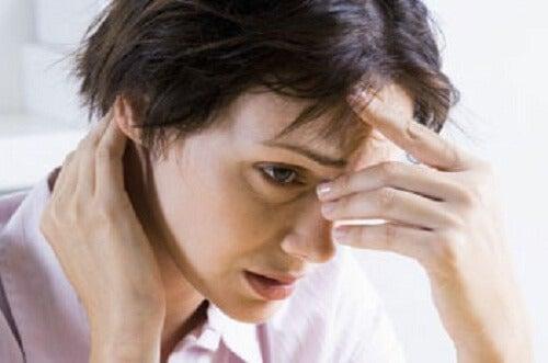 睡眠不足が引き起こす8つのこと
