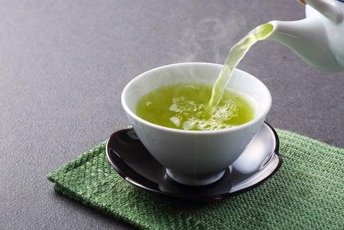肝臓を強化する緑茶