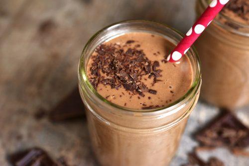 子供にチョコレートミルクを飲ませるべきではない5つの理由