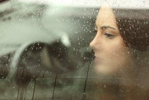 悲しみや鬱症状を自然に克服する8つの方法
