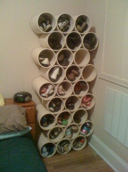 靴の収納-配管パイプ