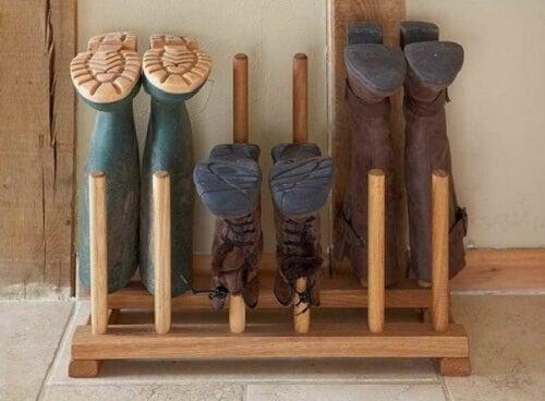 靴の収納-木製の棒