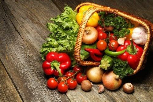 バスケットに入った野菜