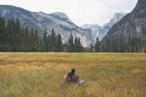 4-hiking-field