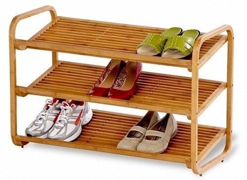 靴の収納-木製の棚を使った収納