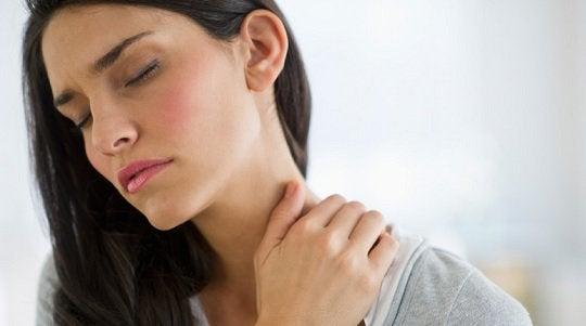 甲状腺の機能と首の痛み
