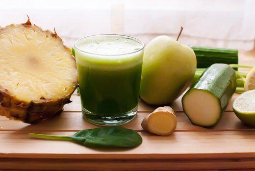 パイナップル、きゅうり、スギナで体に溜まった水分を取り除こう