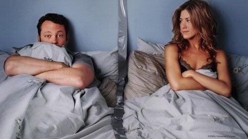 カップルが違う部屋で寝ると良い理由