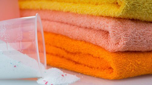 化学薬品を使わずタオルを漂泊する5つの方法