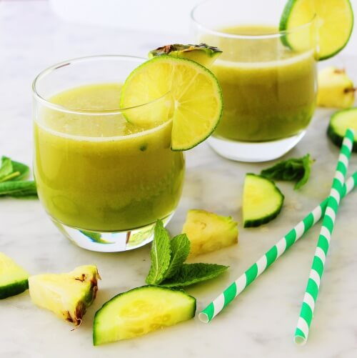 Apple-pineapple-mint-and-lemon-smoothie-to-relax-yourself