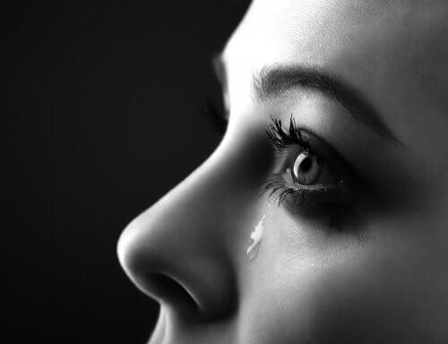 人はどうして泣くのか考えたことがありますか?