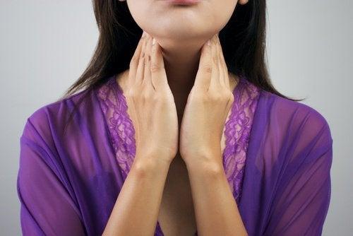 甲状腺機能低下症であるかどうかを判断できる8つの症状