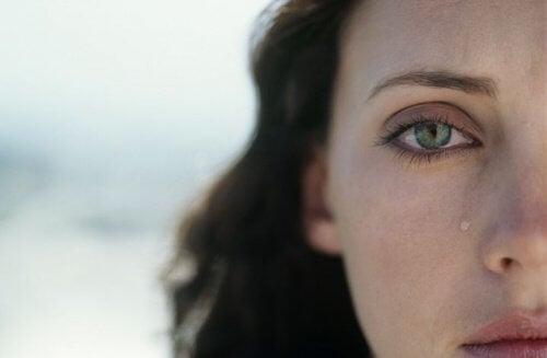 涙 強い女性