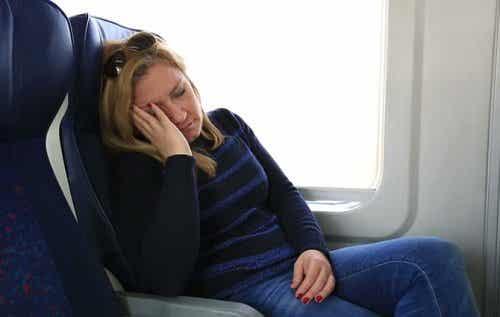 食後に眠気を引き起こす原因となる食べ物