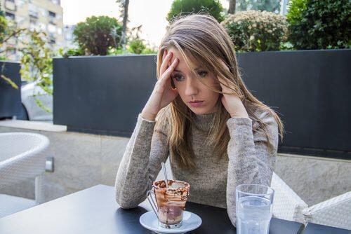 なぜ食べる事を感情のはけ口にしてしまうのか