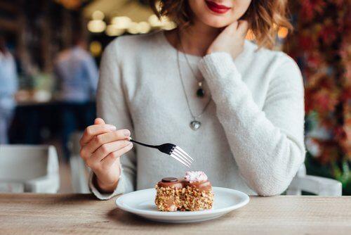 食後に避けるべき7つのこと