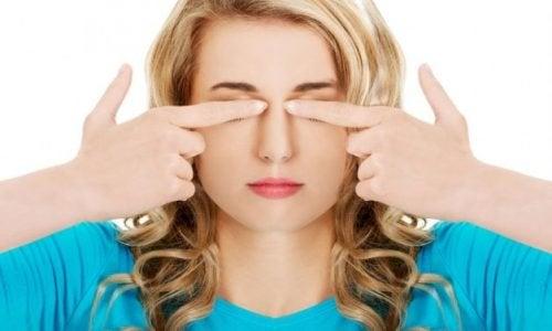 目のケアをしながら頭痛を予防する7つのエクササイズ