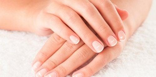 爪を内と外から自然にケアする9つのアドバイス