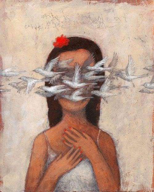 顔の前を白い鳩が通る