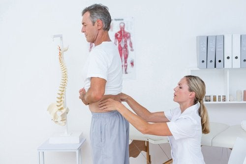 家庭で出来る! 腰の痛みを癒す10の方法