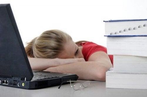 タンパク質不足は慢性疲労も引き起こす
