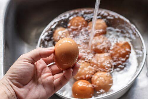 卵の鮮度を見分ける方法